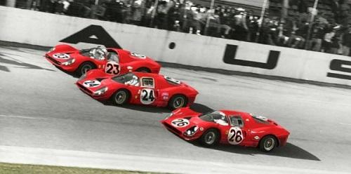Daytona 1967: la parata di Ferrari all'arrivo.