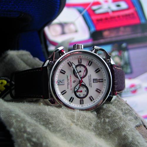 Rosso Corsa: cronografo Tripmaster: perfetto per la regolarità.