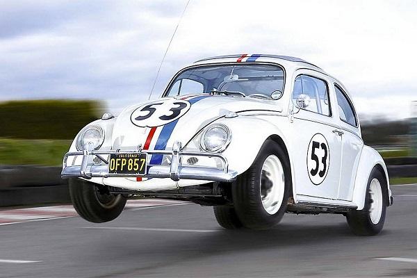 Il Maggiolino Herbie originale all'asta a 86.000 dollari.