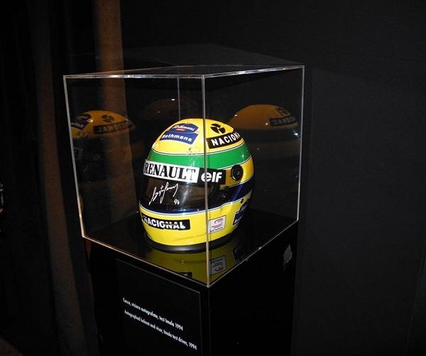 Mostra su Ayrton Senna, in ricordo di un Grande Campione.