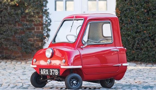 All'asta per 176.000 dollari l'auto più piccola del mondo.