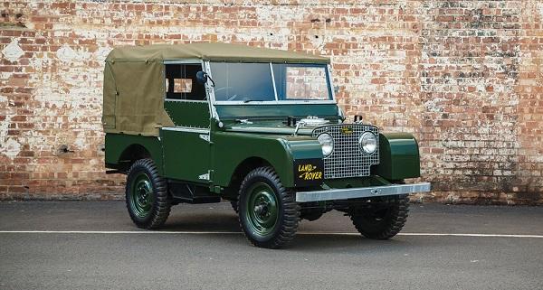 Land Rover restaura e mette in vendita 25 Defender del 1948.
