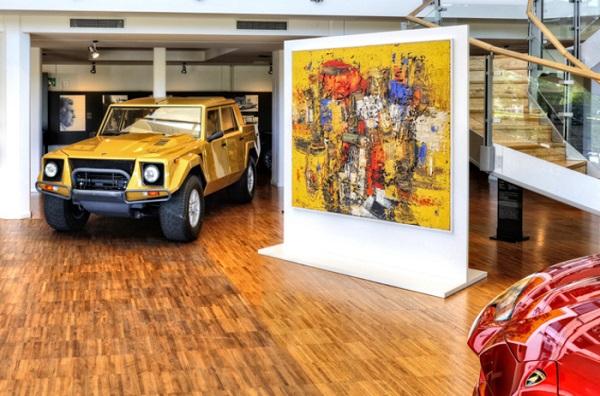 La mostra 'Velocità e Colore' che celebra i 50 anni della Miura.