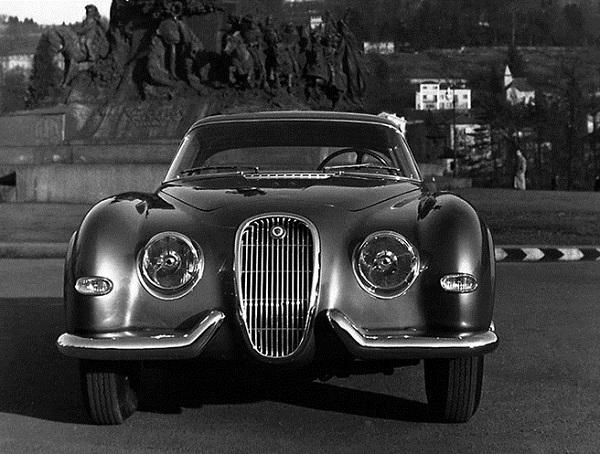 """Restauro """"live"""" per la Jaguar XK120 del 1954 Pininfarina."""