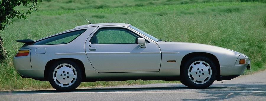 Porsche 928, la prima con motore anteriore, compie 40 anni.