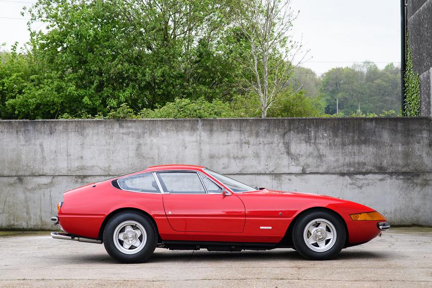 Ferrari Daytona di Elton John 'regina' ad asta a Silverstone.