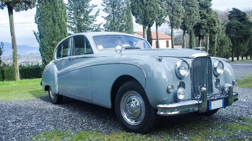 Una straordinaria Jaguar conservata all'asta di Pandolfini.