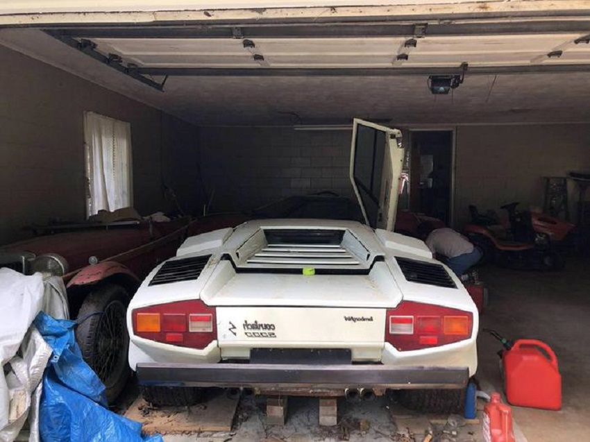 Nel box del nonno trova una Lamborghini Countach LP5000S e anche una Ferrari 308.