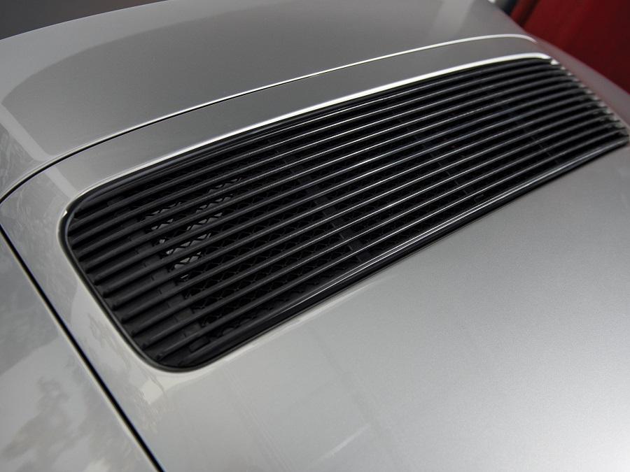 Uno scrittoio dedicato agli amanti delle Porsche.
