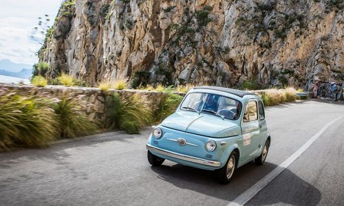 Il Fiat 500 Club Italia per i commercianti e le famiglie del Ponte Morandi.