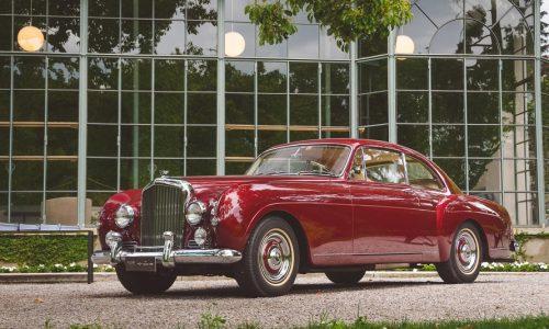 I cent'anni di sportiva eleganza della Bentley raccontata in un libro.