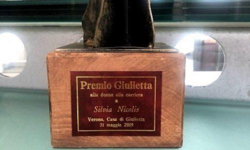 Il Premio Giulietta 2019 alla Presidente del Museo Nicolis.