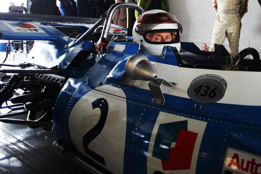 Stewart si rimette alla guida della Matra MS 80-02 per celebrare la vittoria al GP d'Inghilterra.