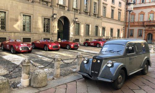 Le Ferrari d'epoca carrozzate Touring protagoniste nel cuore di Milano.