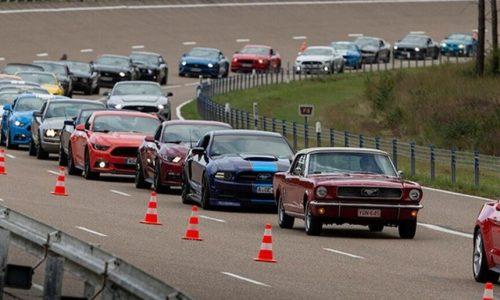 Ford, in Belgio il più grande raduno di Mustang: oltre 1.300.
