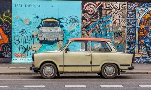 30 anni Muro Berlino, storia delle Trabant e delle Wartburg.