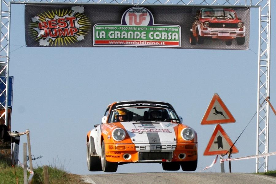 La Porsche 911 di Montini e Belfiore si aggiudicano La Grande Corsa di Chieri 2019.