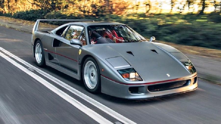 Un modellino celebra la Ferrari F40 del Sultano.
