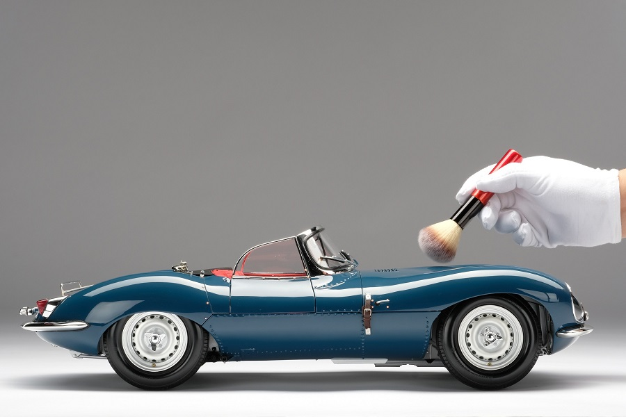 Una strepitosa Jaguar XKSS in scala 1: 8.