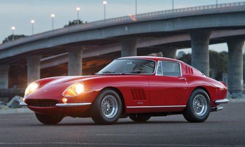 Scorribande parigine in Ferrari!