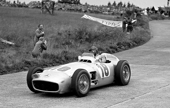 Mercedes Formula 1, debutto vittorioso a Reims 4 luglio 1954.