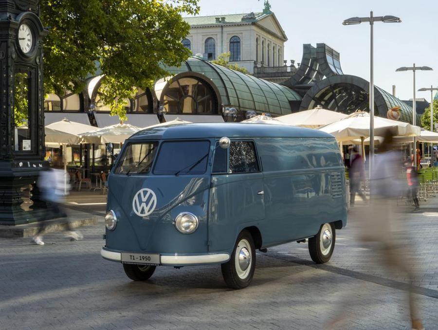 Volkswagen festeggia 70 anni del Bulli T1 telaio 20-1880.