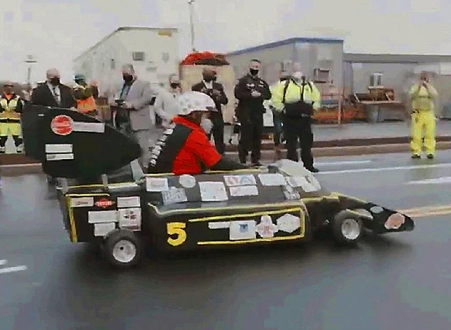 Guinness Record, Andretti su auto-torta a 27,5 km all'ora.
