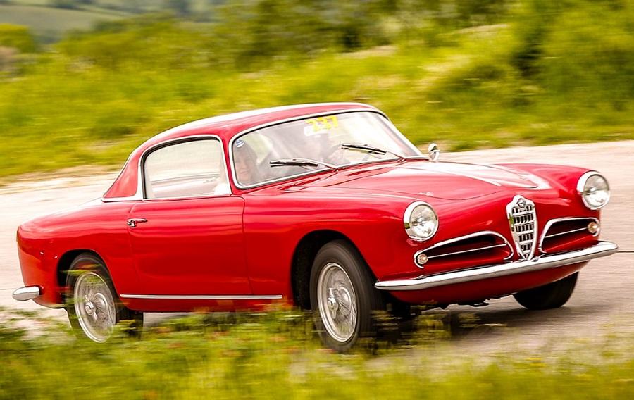"""Alfa Romeo quattro volte vincitrice ai """"Motor Klassik Awards""""."""