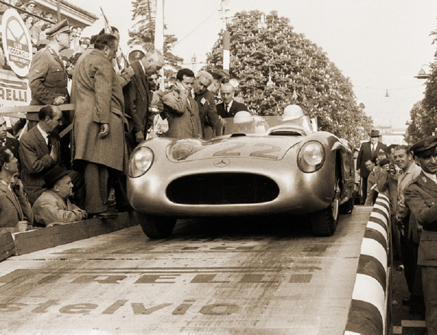 Mercedes rende omaggio a Sir. Stirling Moss alla Mille Miglia 2021.