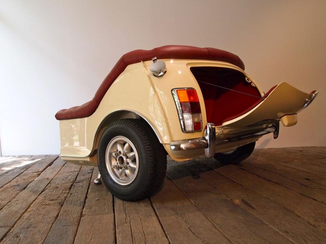 My mini revolution sofa 39 un 39 auto divano - Fiat 500 divano ...