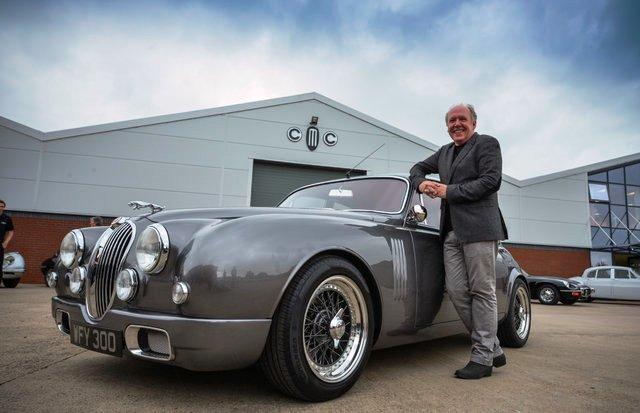 Ian Callum, designer Jaguar, premiato con la Minerva Medal.