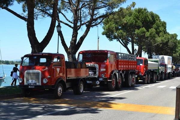 Raduno camion d'epoca.