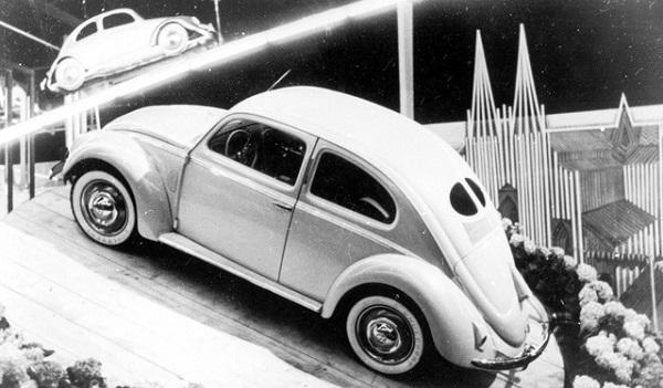 Volkswagen, circa 70 anni fa veniva prodotto il primo Maggiolino.