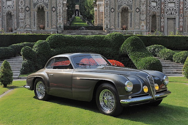 A Cernobbio un'Alfa Romeo Villa d'Este fa gli onori di casa.