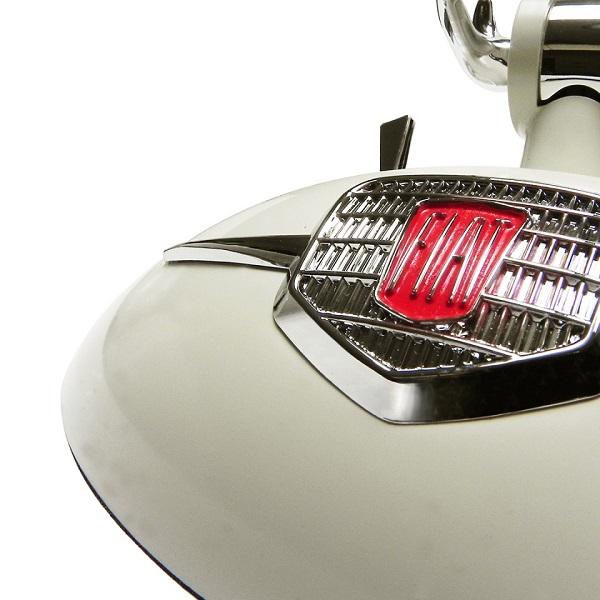 Lampada da tavolo ispirata alla Fiat 500.