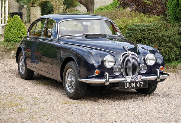 1° Jaguar Classic International Meeting: dedicato agli amanti delle vetture inglesi.