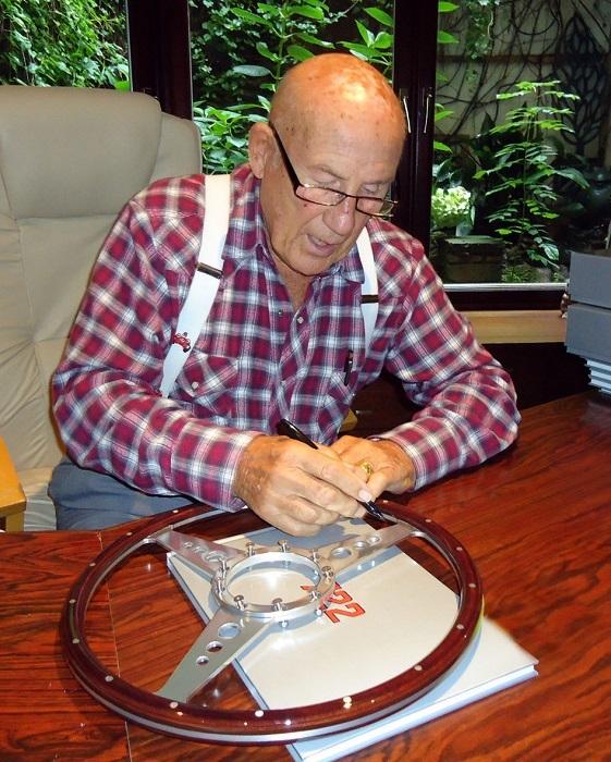 Volante firmato da Sir. Stirling Moss.