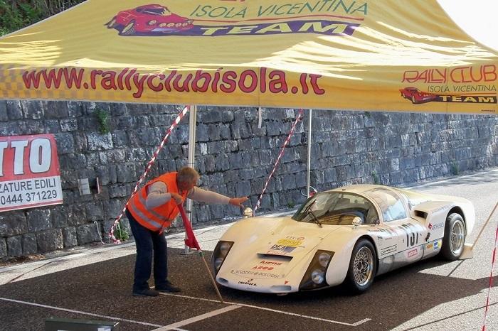 La Salita del Costo Autostoriche è di Sala su Porsche 906.