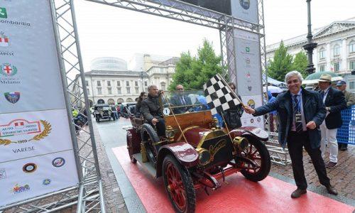 Milano saluta i gioielli senza tempo del Defilé Auto e Moto Anteguerra
