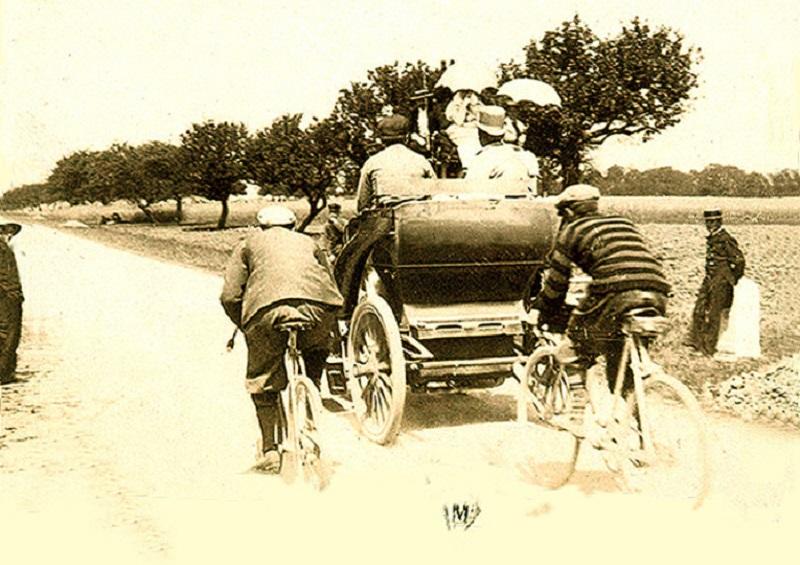 120 anni fa la prima gara di velocità tra automobili: la Parigi – Dieppe.