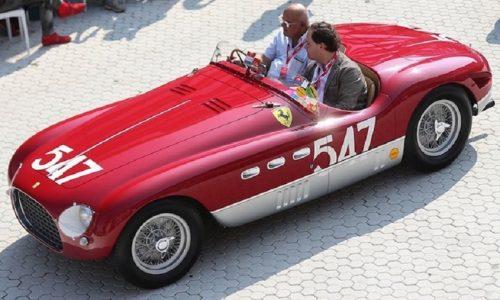 Le Ferrari in un concorso d'eleganza per i 70 anni.