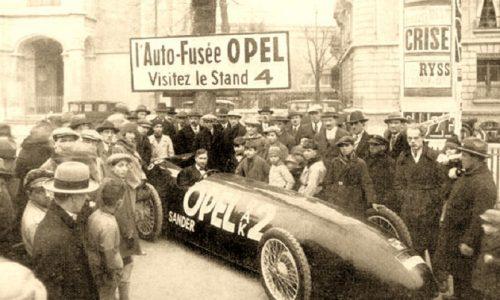 90 anni fa Opel RAK 2 a razzo 'vola' su strada a 238 km/h.