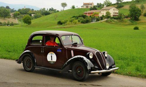 """Scapolo si aggiudica """"La Marca Classica"""" Su una Fiat 508 C del 1937."""