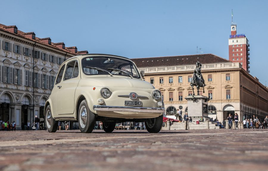 """Fiat 500 esposta al MoMA (Museum of Modern Art) di New York nella mostra """"The Value of Good Design""""."""
