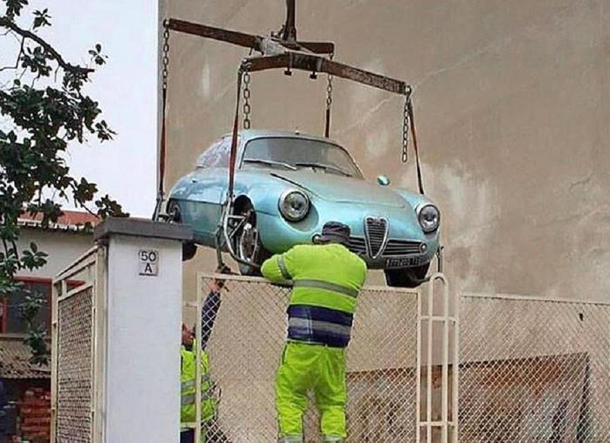 Una rara Alfa Giulietta SZ ritrovata a Torino.