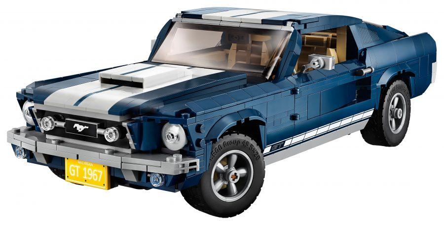 I mattoncini della Lego creano una piccola Ford Mustang.