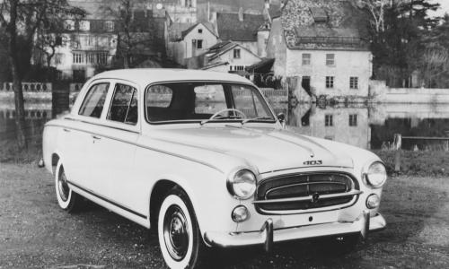 1959: la 403 inaugura la produzione di serie del Diesel Peugeot.