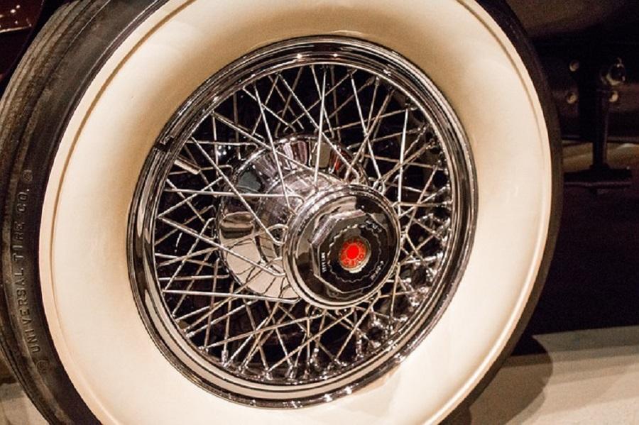 Dunlop punta alla tradizione e lancia la linea di pneumatici d'epoca.