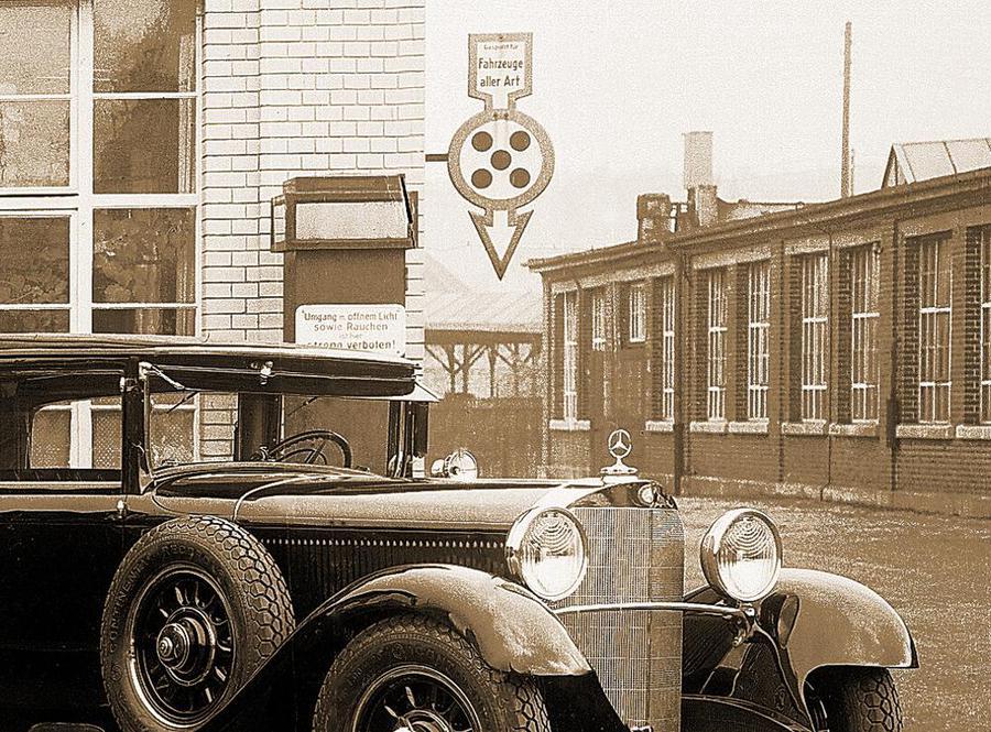 Museo Mercedes-Benz, mostra racconta storia segnali stradali.