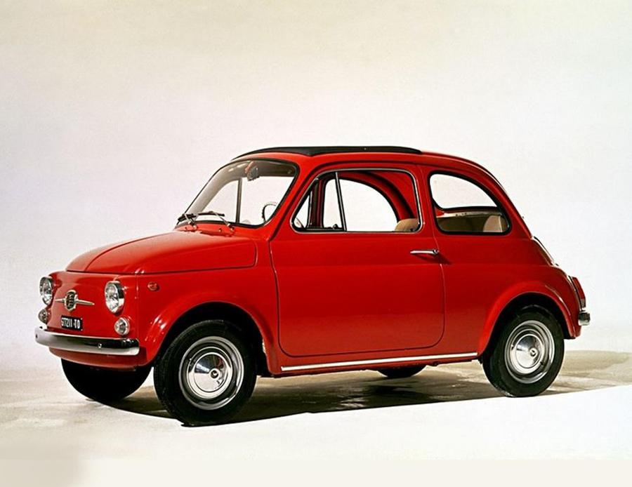 Auguri Fiat 500, 63 anni dopo festa con personaggi meno noti.
